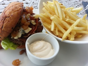 Ostrich burger with Parma ham and Gorgonzola